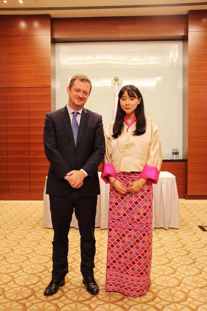 Nàng công chúa vạn người mê của Bhutan từng làm chao đảo MXH bất ngờ lên xe hoa, nhan sắc đôi tân lang tân nương gây chú ý - ảnh 4