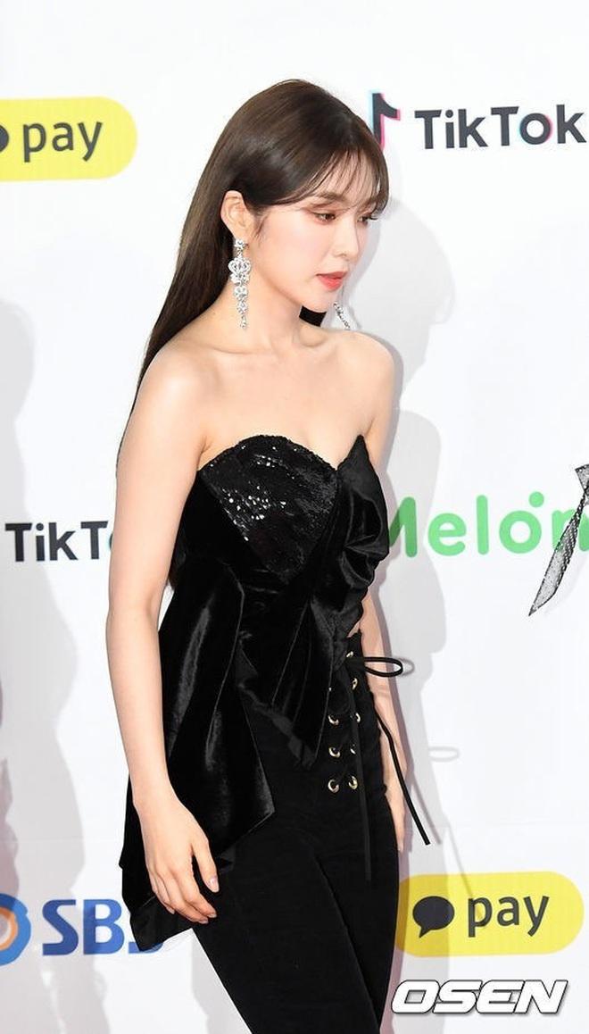 Cùng là 2 bông hoa tai tiếng của SM, nhưng sao style của Irene - Chanyeol lại trái ngược éo le cỡ này? - ảnh 9