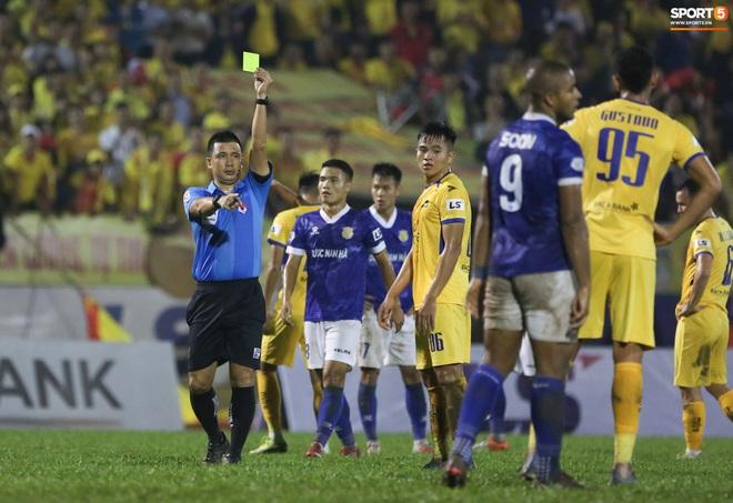 Sống trong 10 phút cuối nghẹt thở, fan khóc nức nở khi Nam Định được ở lại V.League - ảnh 14
