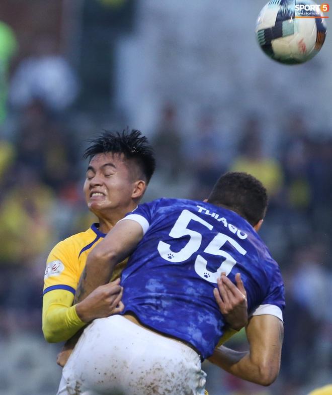 Sống trong 10 phút cuối nghẹt thở, fan khóc nức nở khi Nam Định được ở lại V.League - ảnh 10