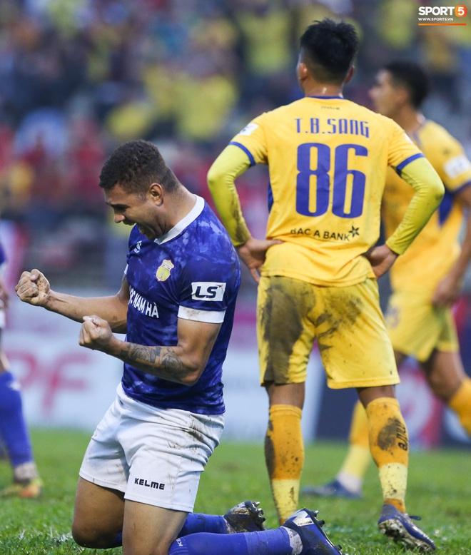 Sống trong 10 phút cuối nghẹt thở, fan khóc nức nở khi Nam Định được ở lại V.League - ảnh 11