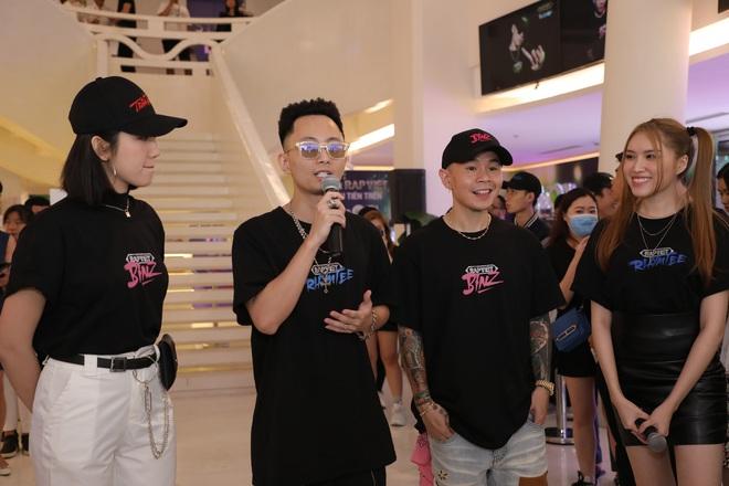 Binz và Rhymastic quên bài khi diễn bài chủ đề Rap Việt, đang trôi flow ngon lành bỗng không nhớ lời đành... cười trừ - ảnh 6