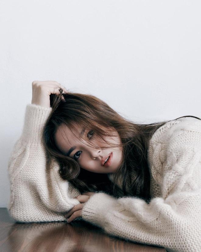 Chẳng cần phải gồng, Song Hye Kyo cứ diện tóc nâu môi nude sương sương là thành nữ hoàng nhan sắc - ảnh 2