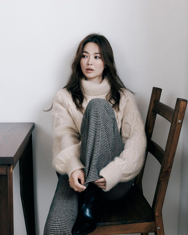 Chẳng cần phải gồng, Song Hye Kyo cứ diện tóc nâu môi nude sương sương là thành nữ hoàng nhan sắc - ảnh 1