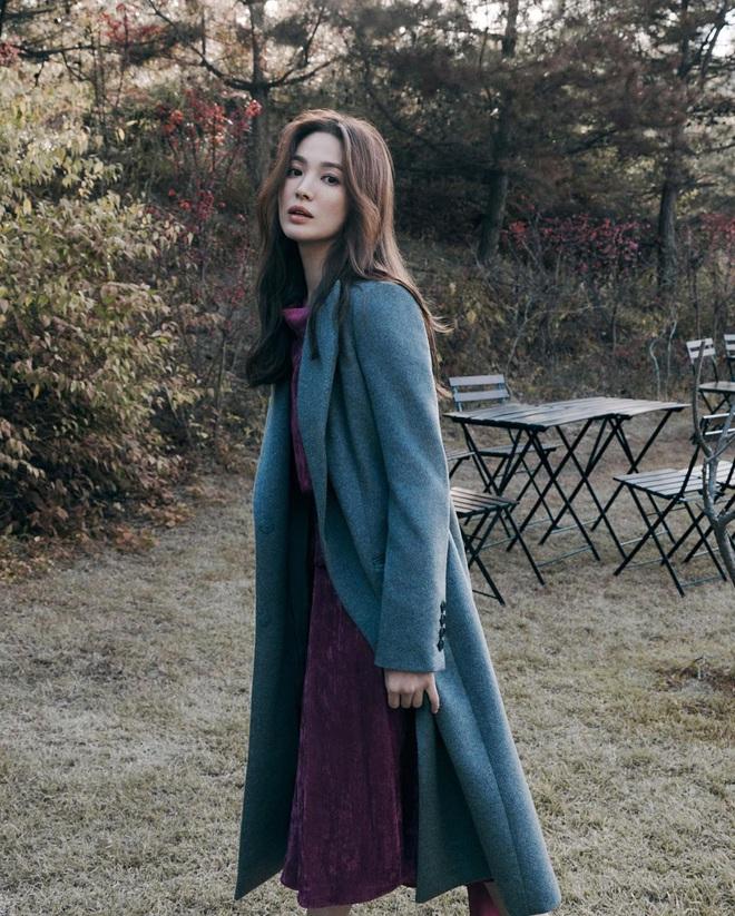Chẳng cần phải gồng, Song Hye Kyo cứ diện tóc nâu môi nude sương sương là thành nữ hoàng nhan sắc - ảnh 3
