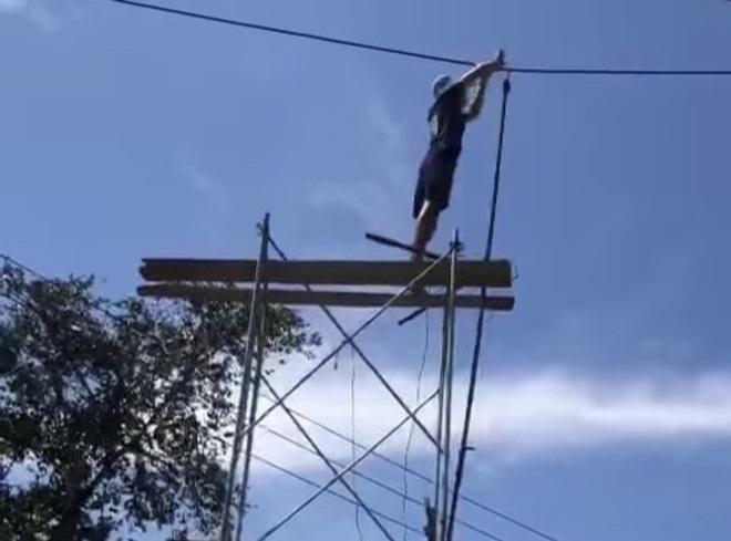 Kê giàn giáo lên cắt dây điện 220kv vì… đi ngang qua nhà - ảnh 1