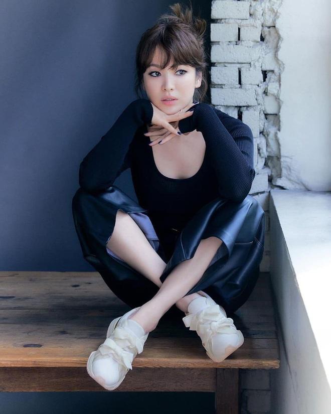 Chẳng cần phải gồng, Song Hye Kyo cứ diện tóc nâu môi nude sương sương là thành nữ hoàng nhan sắc - ảnh 6