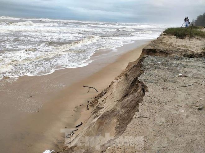 Bão tan lũ rút, bờ biển Thừa Thiên Huế tan hoang chưa từng thấy - ảnh 17