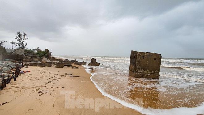 Bão tan lũ rút, bờ biển Thừa Thiên Huế tan hoang chưa từng thấy - ảnh 22