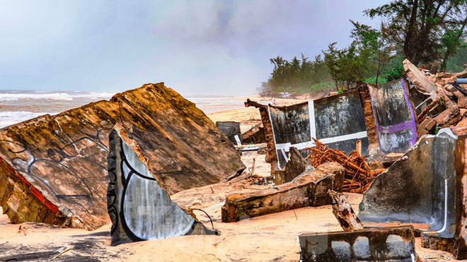 Bão tan lũ rút, bờ biển Thừa Thiên Huế tan hoang chưa từng thấy - ảnh 32