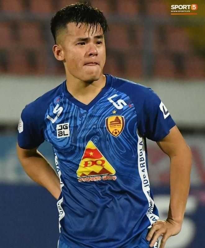 Cầu thủ Quảng Nam bật khóc, gục ngã khi phải rời giải đấu xịn nhất Việt Nam - ảnh 3