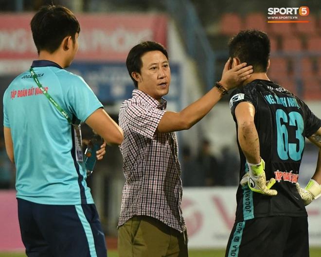 Cầu thủ Quảng Nam bật khóc, gục ngã khi phải rời giải đấu xịn nhất Việt Nam - ảnh 4