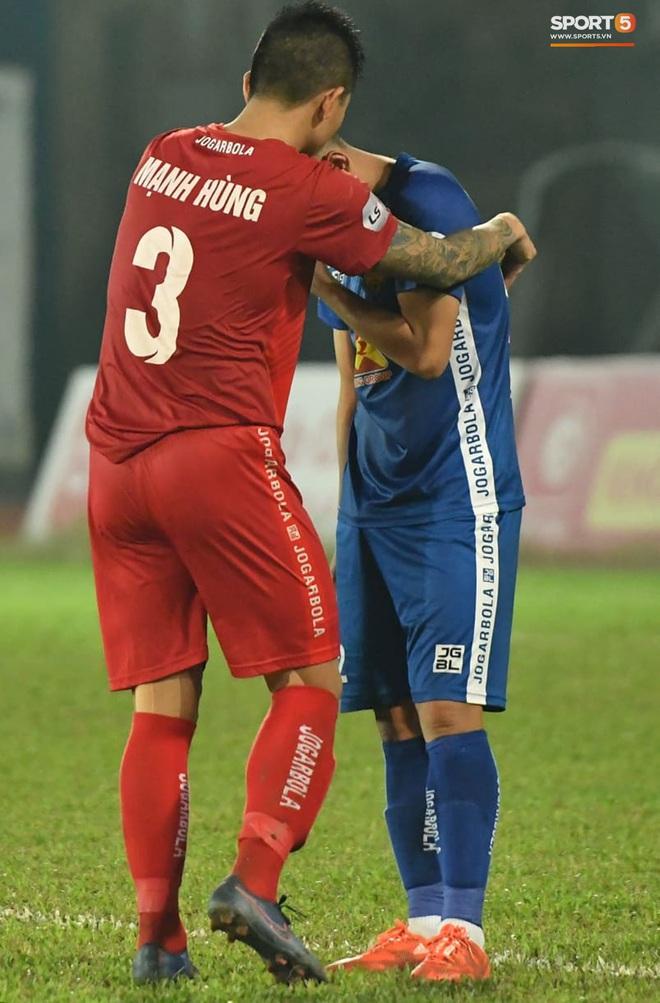 Cầu thủ Quảng Nam bật khóc, gục ngã khi phải rời giải đấu xịn nhất Việt Nam - ảnh 8