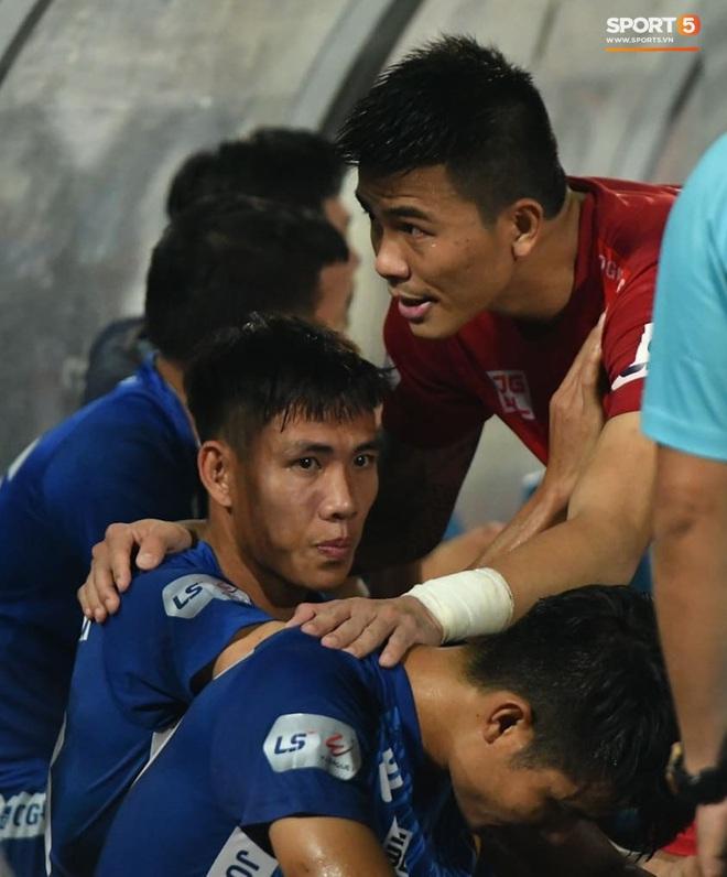 Cầu thủ Quảng Nam bật khóc, gục ngã khi phải rời giải đấu xịn nhất Việt Nam - ảnh 7