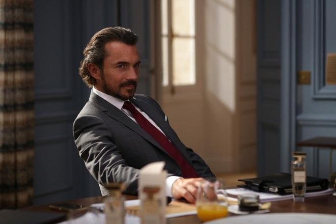 """Nóng mắt với dàn """"buffet trai đẹp"""" của phim Emily Ở Paris, Lily Collins đúng là số hưởng quá rồi! - Ảnh 7."""