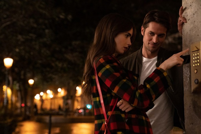 """Nóng mắt với dàn """"buffet trai đẹp"""" của phim Emily Ở Paris, Lily Collins đúng là số hưởng quá rồi! - Ảnh 2."""