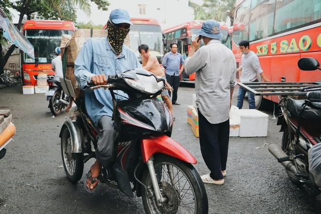 """Chú shipper bị liệt 2 chân ở Sài Gòn: """"Người ta tay chân lành lặn mới đi ship hàng ở xa được, còn chú thì..."""" - Ảnh 6."""