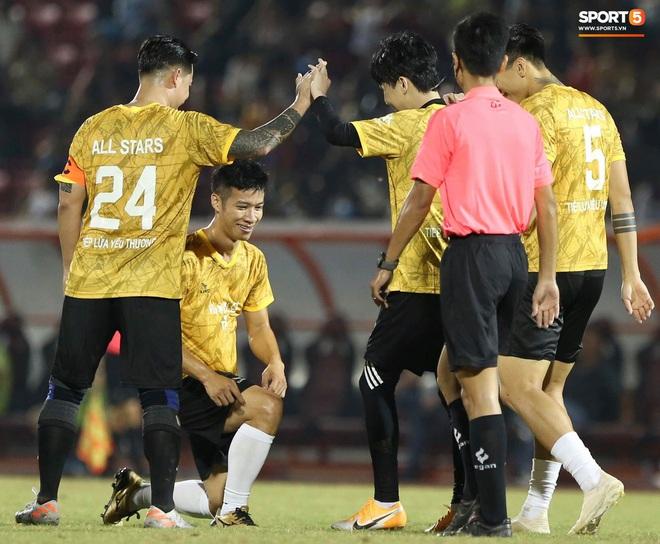 """Đóng vai thủ môn bất đắc dĩ, Hà Đức Chinh bị đội của Jack cho """"ăn hành"""" - Ảnh 9."""
