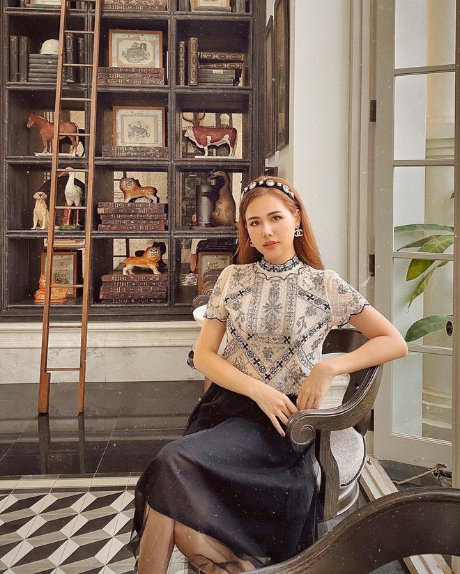 """Phanh Lee khi làm dâu nhà giàu: Style chuyển phỏm sang đằm thắm, mất hết nét """"chiến"""" ngày xưa luôn - Ảnh 2."""