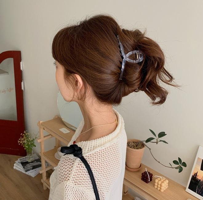 Có ít nhất 5 style giúp gái Hàn thoát cảnh tóc tĩnh điện mùa áo len, bạn có khi cũng nên thử - Ảnh 5.