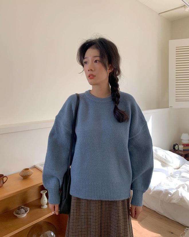 Có ít nhất 5 style giúp gái Hàn thoát cảnh tóc tĩnh điện mùa áo len, bạn có khi cũng nên thử - Ảnh 2.