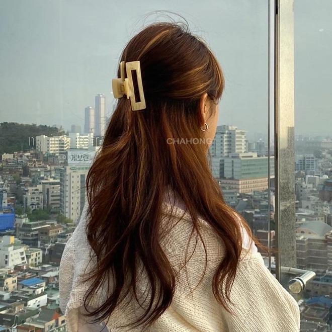 5 cách tạo kiểu tóc cơ bản nhưng lợi hại, sáng dậy có buộc vội vẫn đảm bảo xinh sang - Ảnh 4.