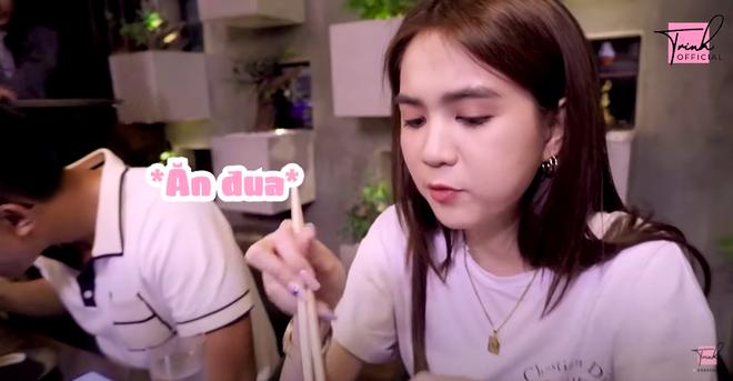 """""""Rửa"""" món đồ trị giá 1,8 tỷ mới mua, Ngọc Trinh khao cả nhóm đi ăn một nhà hàng mà """"ai có điều kiện lắm mới đến được"""" ở Sài Gòn - Ảnh 4."""
