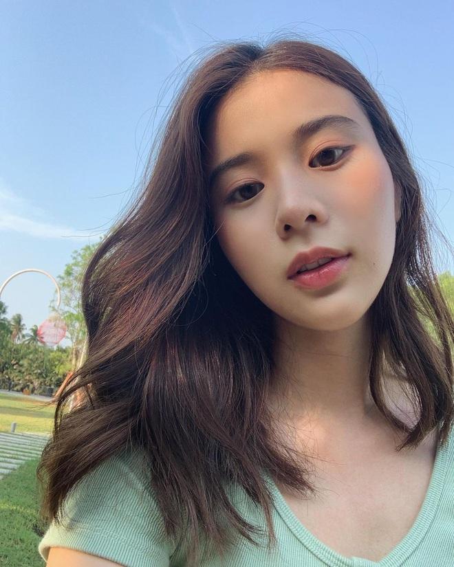 Học style tóc của gái Hàn chán chê rồi, bạn hãy thử tham khảo 4 kiểu tóc đẹp mê của gái Thái - Ảnh 1.