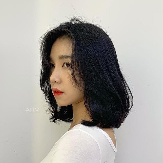 Tóc xương đòn - kiểu tóc hợp mọi dáng mặt: Hiện đại, cá tính hệt tóc ngắn, mà cũng nữ tính sang chảnh chẳng thua tóc dài - Ảnh 2.