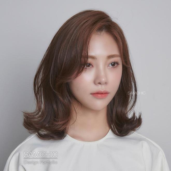 Tóc xương đòn - kiểu tóc hợp mọi dáng mặt: Hiện đại, cá tính hệt tóc ngắn, mà cũng nữ tính sang chảnh chẳng thua tóc dài - Ảnh 3.