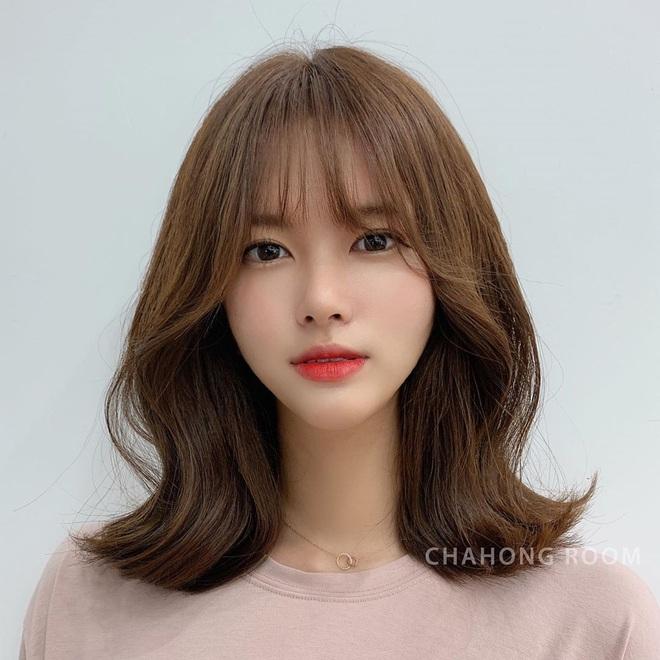 Tóc xương đòn - kiểu tóc hợp mọi dáng mặt: Hiện đại, cá tính hệt tóc ngắn, mà cũng nữ tính sang chảnh chẳng thua tóc dài - Ảnh 4.