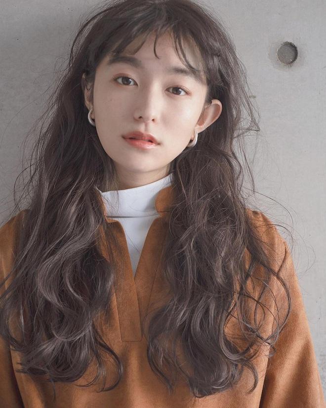 Phụ nữ Nhật luôn có chiêu để tóc mái giúp mặt nhỏ gọn hơn hẳn, bạn đã biết chưa? - Ảnh 1.