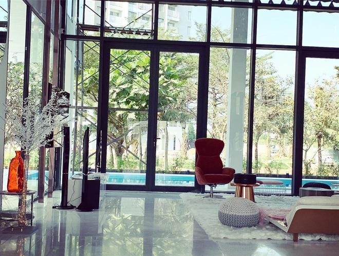 Hoa mắt vì biệt thự mới tậu của dàn sao Việt: Toàn bạc tỷ siêu sang, nhà Ngọc Trinh xa hoa như khách sạn 5 sao - Ảnh 15.