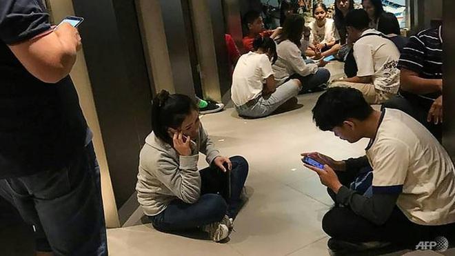 Nhân chứng sống sót kể lại đêm kinh hoàng khi mắc kẹt trong trung tâm thương mại với kẻ xả súng máu lạnh ở Thái Lan - Ảnh 2.