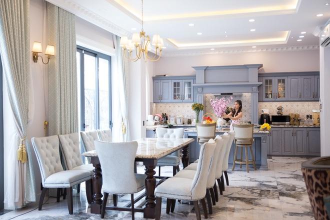 Hoa mắt vì biệt thự mới tậu của dàn sao Việt: Toàn bạc tỷ siêu sang, nhà Ngọc Trinh xa hoa như khách sạn 5 sao - Ảnh 8.