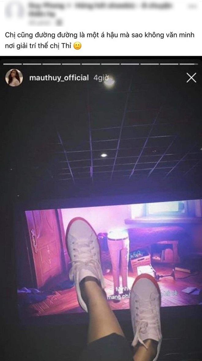 Bị chỉ trích vì gác cả 2 chân lên ghế kém duyên trong rạp chiếu phim, Mâu Thủy lên tiếng giải thích nhưng có hợp lý? - Ảnh 1.