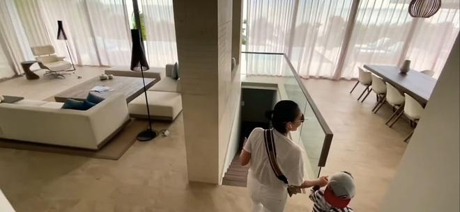 Hoa mắt vì biệt thự mới tậu của dàn sao Việt: Toàn bạc tỷ siêu sang, nhà Ngọc Trinh xa hoa như khách sạn 5 sao - Ảnh 4.