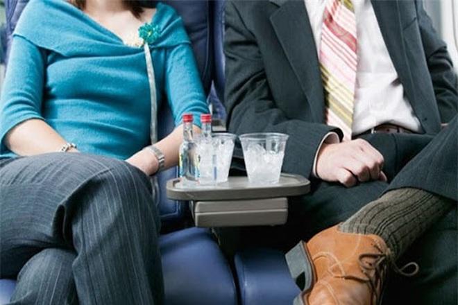 Tiếp viên hàng không tiết lộ những món ăn không nên mang lên máy bay để tránh gây phiền toái cho cả phi hành đoàn lẫn khách đi cùng - Ảnh 4.