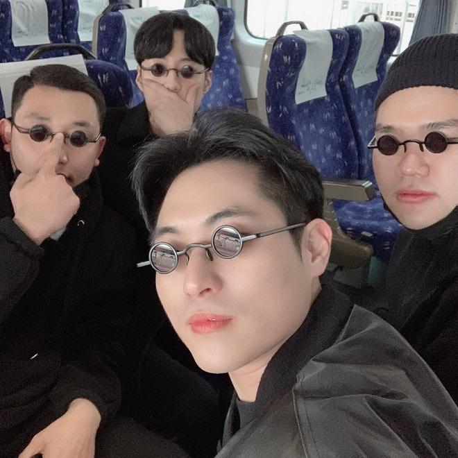 Học lỏm bí kíp tạo dáng cực hay ho của hội bạn thân Hàn Quốc để có được bức ảnh nhóm bao ngầu trong chuyến đi sắp tới - Ảnh 7.