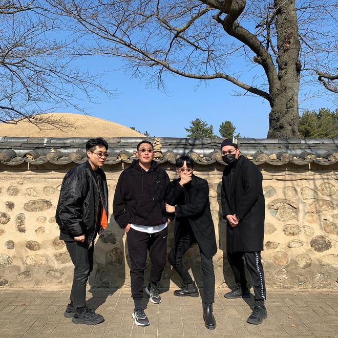 Học lỏm bí kíp tạo dáng cực hay ho của hội bạn thân Hàn Quốc để có được bức ảnh nhóm bao ngầu trong chuyến đi sắp tới - Ảnh 1.