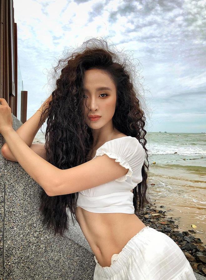 Lâu mới khoe body một lần, Angela Phương Trinh gây chú ý với múi bụng đến cánh mày râu cũng phải dè chừng - Ảnh 2.