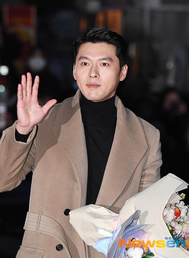 """Xôn xao visual dàn sao """"Hạ cánh nơi anh"""" ở tiệc mừng công: Son Ye Jin - Hyun Bin """"cân"""" cả đèn flash, cast phụ bị dìm thê thảm - Ảnh 4."""