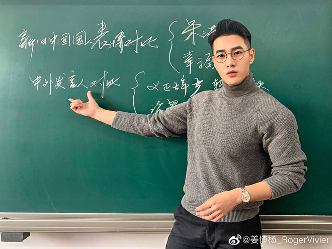 Thêm một thầy giáo gây sốt với ngoại hình đậm chất soái ca, biết profile lại càng trầm trồ hơn nữa - Ảnh 2.