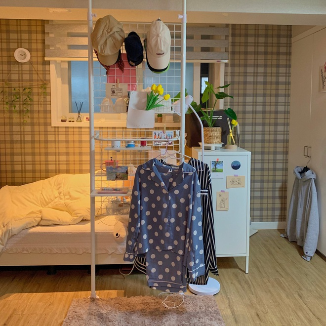 Dành hẳn 1 tháng để biến căn phòng tẻ nhạt thành studio siêu xinh xắn, cô gái khiến tất cả nháo nhào xin ở chung - Ảnh 2.