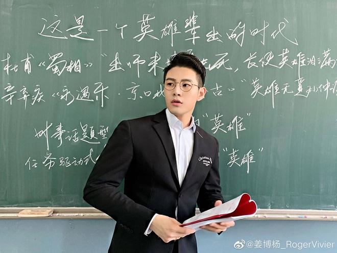 Thêm một thầy giáo gây sốt với ngoại hình đậm chất soái ca, biết profile lại càng trầm trồ hơn nữa - Ảnh 4.