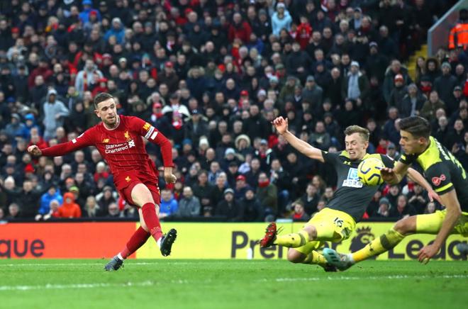 Nhờ pha bóng gây nhiều tranh cãi, Liverpool gia tăng cách biệt với đội nhì bảng lên 22 điểm: BTC nên trao luôn cúp Ngoại hạng cho thầy trò Klopp! - Ảnh 7.