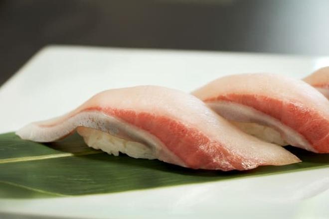 Nhật Bản ra mắt sushi cá cam phiên bản cực lạ: kết hợp với quýt và chocolate, chưa biết có ngon hay không nhưng ai cũng tò mò muốn thử - Ảnh 2.