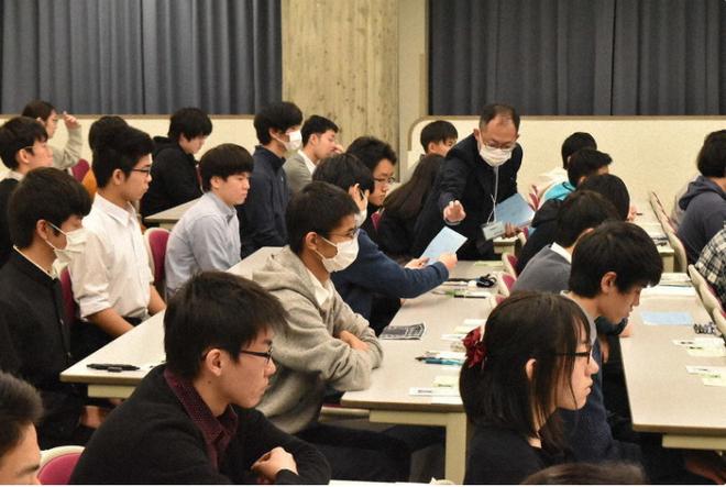 444.000 học sinh Nhật bước vào kỳ thi Đại học giữa mùa dịch: Vừa thi vừa đeo khẩu trang, thí sinh nhiễm Covid-19 không được dự thi - Ảnh 3.