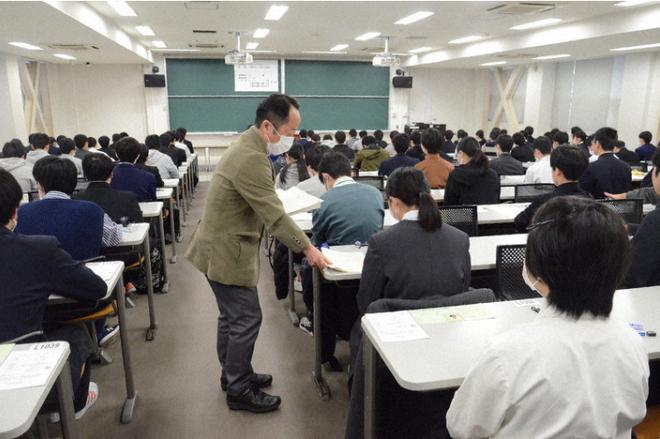 444.000 học sinh Nhật bước vào kỳ thi Đại học giữa mùa dịch: Vừa thi vừa đeo khẩu trang, thí sinh nhiễm Covid-19 không được dự thi - Ảnh 6.