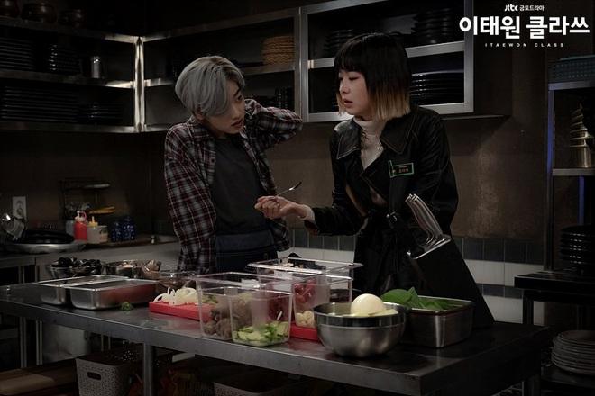 Christine Hà có lẽ nên xem Tầng Lớp Itaewon để tham khảo cách ông chủ Park Sae Ro Yi đối xử với thượng đế công bằng cỡ nào? - ảnh 4